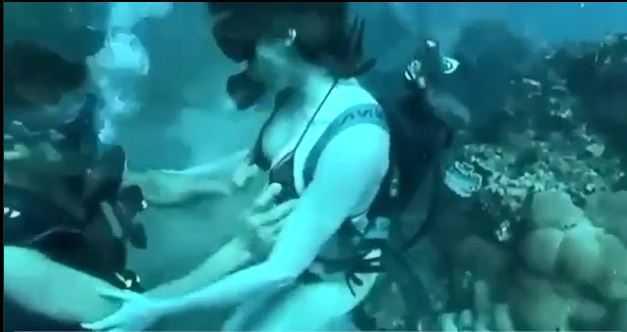 clip thư vũ phần 3 địt nhau dưới nước ngoài bãi biển 2
